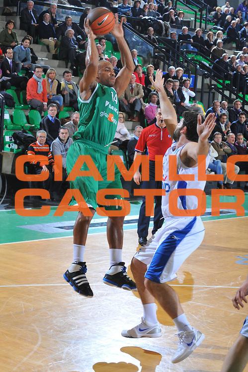 DESCRIZIONE : Treviso Eurocup 2009-10 Last 16 Benetton Gioco Digitale Panellinios BC<br /> GIOCATORE : Gary Neal<br /> SQUADRA : Benetton Gioco Digitale<br /> EVENTO : Eurocup 2009 - 2010<br /> GARA : Benetton Gioco Digitale Panellinios BC<br /> DATA : 23/02/2010<br /> CATEGORIA : Passaggio<br /> SPORT : Pallacanestro<br /> AUTORE : Agenzia Ciamillo-Castoria/M.Gregolin<br /> Galleria : Eurocup 2009<br /> Fotonotizia : Treviso Eurocup 2009-10 Last 16 Benetton Gioco Digitale Panellinios BC<br /> Predefinita :