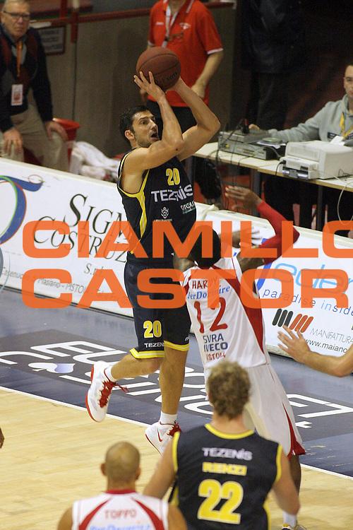 DESCRIZIONE : Pistoia Lega A2 2011-12 Giorgio Tesi Group Pistoia Tezenis Verona<br /> GIOCATORE : Vukcevic Dusan <br /> SQUADRA : Tezenis Verona<br /> EVENTO : Campionato Lega A2 2011-2012<br /> GARA : Giorgio Tesi Group Pistoia Tezenis Verona<br /> DATA : 04/12/2011<br /> CATEGORIA : Tiro<br /> SPORT : Pallacanestro<br /> AUTORE : Agenzia Ciamillo-Castoria/Stefano D'Errico<br /> Galleria : Lega Basket A2 2011-2012 <br /> Fotonotizia : Pistoia Lega A2 2011-2012 Giorgio Tesi Group Pistoia Tezenis Verona<br /> Predefinita :