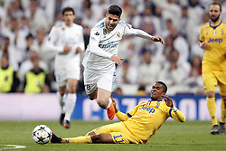 (l-r) Marco Asensio of Real Madrid, Douglas Costa of Juventus FC during the UEFA Champions League quarter final match between Real Madrid and Juventus FC at the Santiago Bernabeu stadium on April 11, 2018 in Madrid, Spain