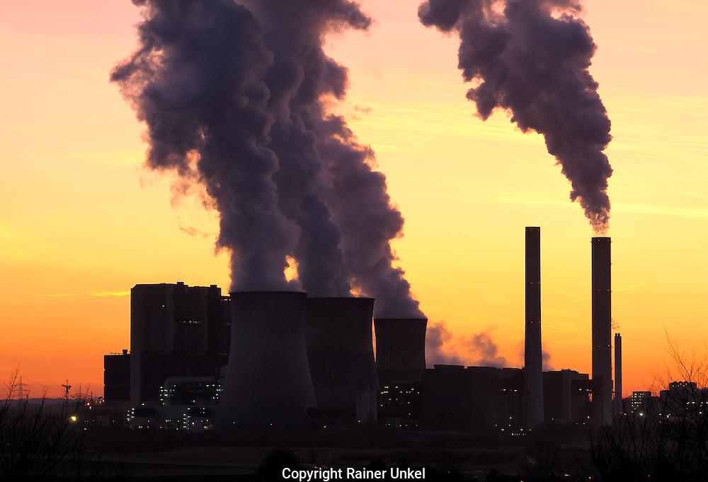 DEU , DEUTSCHLAND : Das Braunkohlekraftwerk / Kohlekraftwerk Weisweiler der RWE  AG.   DEU , GERMANY : The coal power plant Weisweiler of RWE AG .  08.02.2011.  Copyright by : Rainer UNKEL