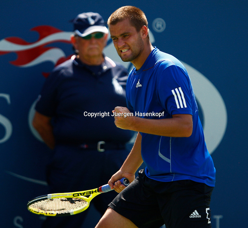 US Open 2010, USTA Billie Jean King National Tennis Center, Flushing Meadows, New York, ITF Grand Slam Tennis Tournament . Mikhail Youzhny (RUS) macht die Faust und jubelt,Jubel,Emotion,