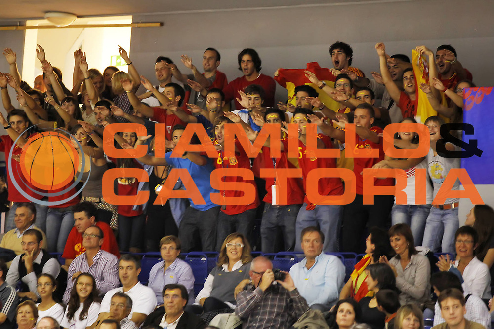 DESCRIZIONE : Brno Repubblica Ceca Czech Republic Women World Championship 2010 Campionato Mondiale Eight-Final Round Japan Spain<br /> GIOCATORE : Fans Supporter<br /> SQUADRA : Spain Spagna<br /> EVENTO : Brno Repubblica Ceca Czech Republic Women World Championship 2010 Campionato Mondiale 2010<br /> GARA : Japan Spain Giappone Spagna<br /> DATA : 27/09/2010<br /> CATEGORIA :<br /> SPORT : Pallacanestro <br /> AUTORE : Agenzia Ciamillo-Castoria/ElioCastoria<br /> Galleria : Czech Republic Women World Championship 2010<br /> Fotonotizia : Brno Repubblica Ceca Czech Republic Women World Championship 2010 Campionato Mondiale Eight-Final Round Japan Spain<br /> Predefinita :