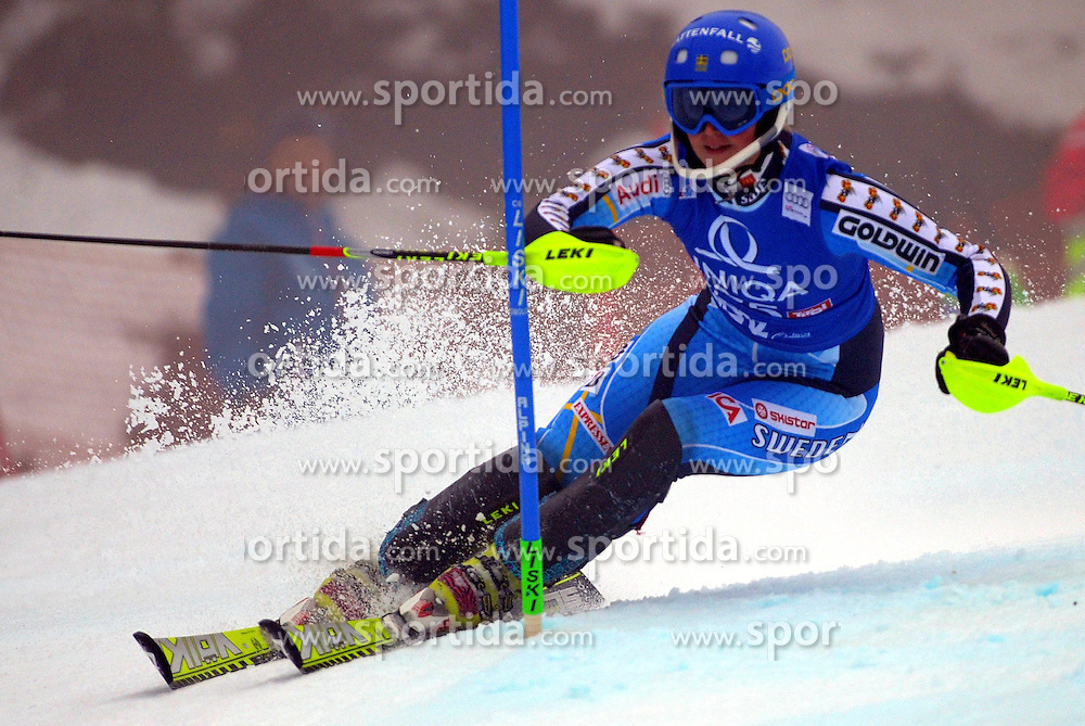 29.12.2013, Hochstein, Lienz, AUT, FIS Weltcup Ski Alpin, Lienz, Damen, Slalom 1. Durchgang, im Bild Emelie Wikström (SWE) // Emelie Wikström (SWE) during ladies Slalom 1st run of FIS Ski Alpine Worldcup at Hochstein in Lienz, Austria on 2013/12/29. EXPA Pictures © 2013, PhotoCredit: EXPA/ Erich Spiess