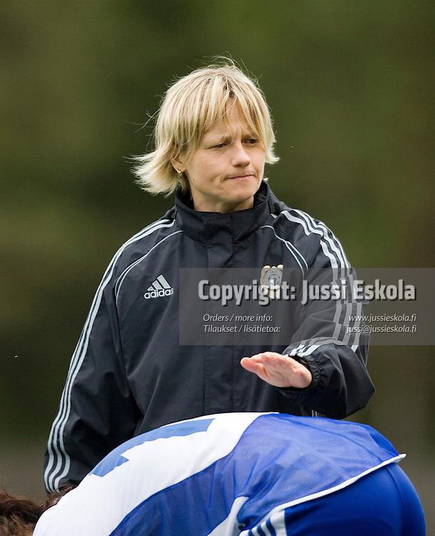 Anne Parnila. Suomi-Englanti, U17, neljän maan turnaus, Eerikkilä 25.5.2007. Photo: Jussi Eskola