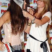 NLD/Amsterdam/20070515 - FHM verkiezing Meest Sexy vrouw van Nederland 2007, Buurmeisje 2007 Fleur huldigt Yolanthe Cabau van Kasbergen
