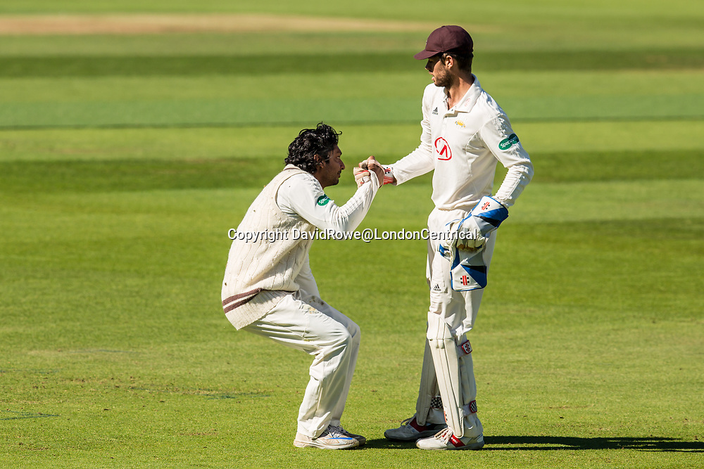 London,UK.22 September 2017. Kumar Sangakkara is helped to his feet by Ben Foakes in the field for Surrey against Somerset on day four of the Specsavers County Championship match at the Oval. David Rowe/ Alamy Live News