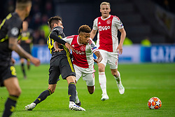 10-04-2019 NED: Champions League AFC Ajax - Juventus,  Amsterdam<br /> Round of 8, 1st leg / Ajax plays the first match 1-1 against Juventus during the UEFA Champions League first leg quarter-final football match / David Neres #7 of Ajax, Rodrigo Bentancur #30 of Juventus