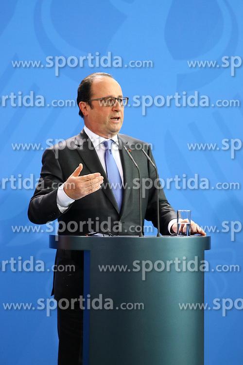 31.03.2015, Bundeskanzleramt, Berlin, GER, SPO, Staatsbesuch, Hollande, im Bild Francois Hollande, Staatspraesident Frankreich // POL during the 17th German- French Council of Ministers Bundeskanzleramt in Berlin, Germany on 2015/03/31. EXPA Pictures &copy; 2015, PhotoCredit: EXPA/ Eibner-Pressefoto/ Hundt<br /> <br /> *****ATTENTION - OUT of GER*****