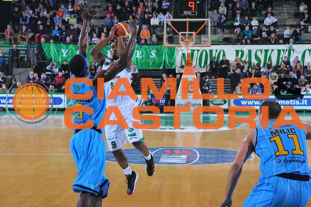 DESCRIZIONE : Treviso Lega A 2009-10 Basket Benetton Treviso Vanoli Cremona<br /> GIOCATORE : Kelvin Rivers<br /> SQUADRA : Benetton Treviso<br /> EVENTO : Campionato Lega A 2009-2010<br /> GARA : Benetton Treviso Vanoli Cremona<br /> DATA : 14/03/2010<br /> CATEGORIA : Tiro Three Points<br /> SPORT : Pallacanestro<br /> AUTORE : Agenzia Ciamillo-Castoria/M.Gregolin<br /> Galleria : Lega Basket A 2009-2010 <br /> Fotonotizia : Treviso Campionato Italiano Lega A 2009-2010 Benetton Treviso Vanoli Cremona<br /> Predefinita :