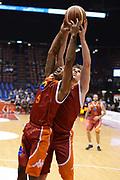 DESCRIZIONE : Milano Lega A 2012-13 EA7 Emporio Armani Milano Acea Roma<br /> GIOCATORE : Phil Goss<br /> CATEGORIA : rimbalzo<br /> SQUADRA : Acea Roma<br /> EVENTO : Campionato Lega A 2012-2013 <br /> GARA : EA7 Emporio Armani Milano Acea Roma<br /> DATA : 22/10/2012<br /> SPORT : Pallacanestro <br /> AUTORE : Agenzia Ciamillo-Castoria/GiulioCiamillo<br /> Galleria : Lega Basket A 2012-2013  <br /> Fotonotizia :  Milano Lega A 2012-13 EA7 Emporio Armani Milano Acea Roma<br /> Predefinita :
