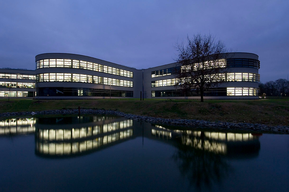 Thomas Deacon Academy, Fosters & Partners, Buro Happold