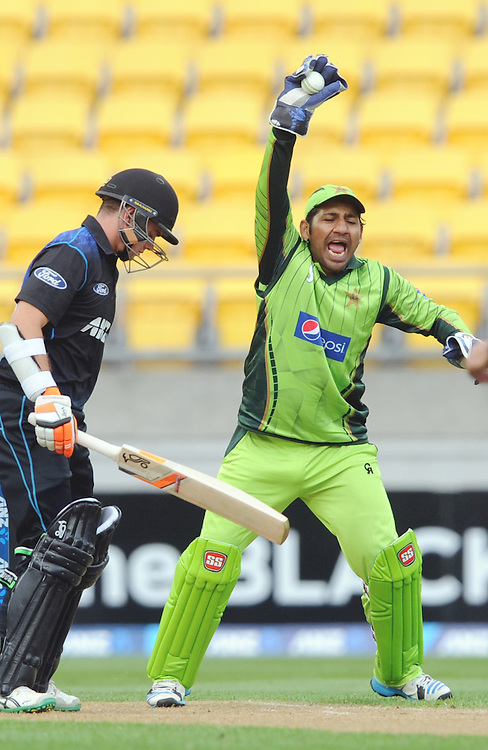 Pakistan's Sarfraz Ahmed takes the catch to dismiss New Zealand's Tom Latham for 23 in the 1st One Day International cricket match at Westpac Stadium, New Zealand, Saturday, January 31, 2015. Credit:SNPA / Ross Setford