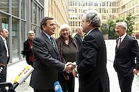 """13 APR 2005, BERLIN/GERMANY:<br /> Gerhard Schroeder (L), SPD Bundeskanzler, Renate Schmidt (M), SPD, Bundesfamilienministerin, und Dieter Hundt (R), Praesident Bundesvereinigung der Deutschen Arbeitgeberverbaende, BDA, Begruessung nach Schroeders Ankunft zur Konferenz """"Familie - ein Erfolgsfaktor fuer die Wirtschaft"""", Haus der Deutschen Wirtschaft<br /> IMAGE: 20050413-02-009<br /> KEYWORDS: Mikrofon, microphone, Handshake, Gerhard Schröder"""