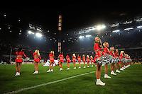 FUSSBALL   1. BUNDESLIGA   SAISON 2008/2009   6. SPIELTAG 1.FC Koeln - FC Schalke 04          26.09.2008 Cheerleaders stehen vor Spielbeginn auf dem Spielfeld.
