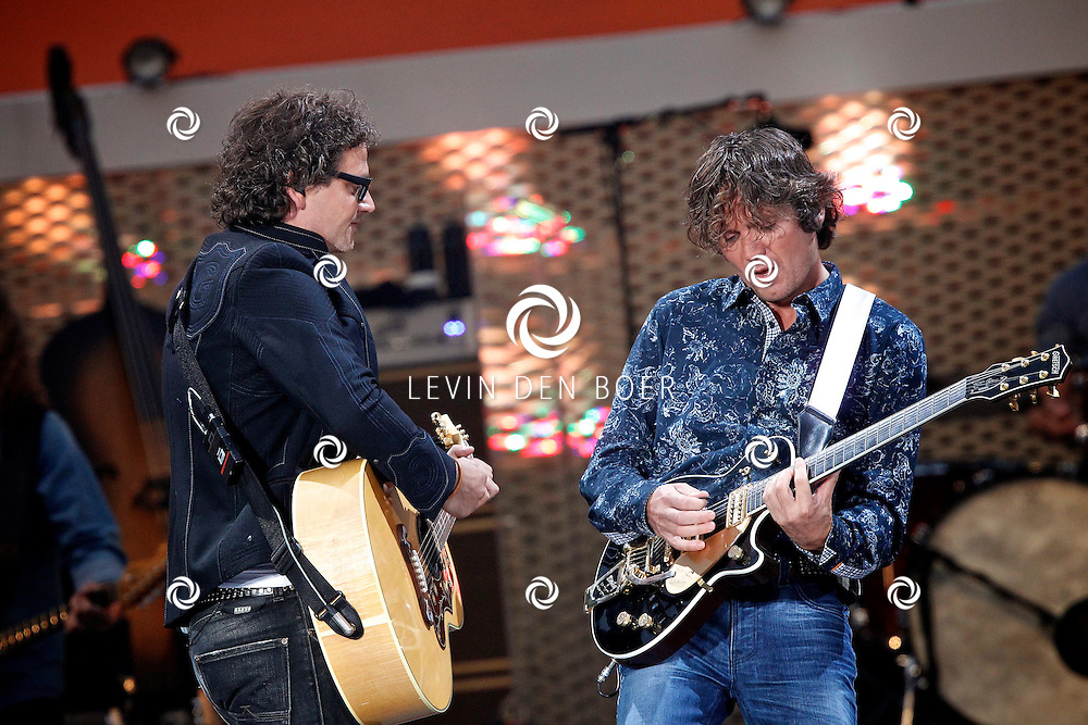 EINDHOVEN - In het PSV Stadion geeft Guus weer een reeks concerten genaamd Guus Meeuwis Groots Met Een Zachte G. FOTO LEVIN DEN BOER - PERSFOTO.NU