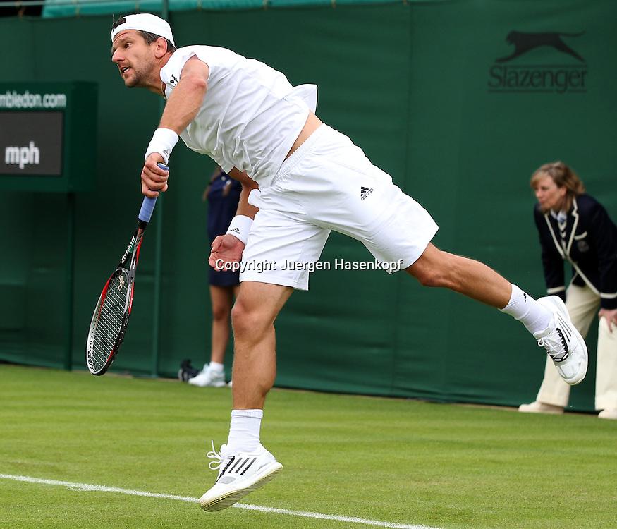 Wimbledon Championships 2013, AELTC,London,<br /> ITF Grand Slam Tennis Tournament, Juergen Melzer (AUT),Aktion,<br /> Aufschlag,Service,Einzelbild,Ganzkoerper,Querformat,