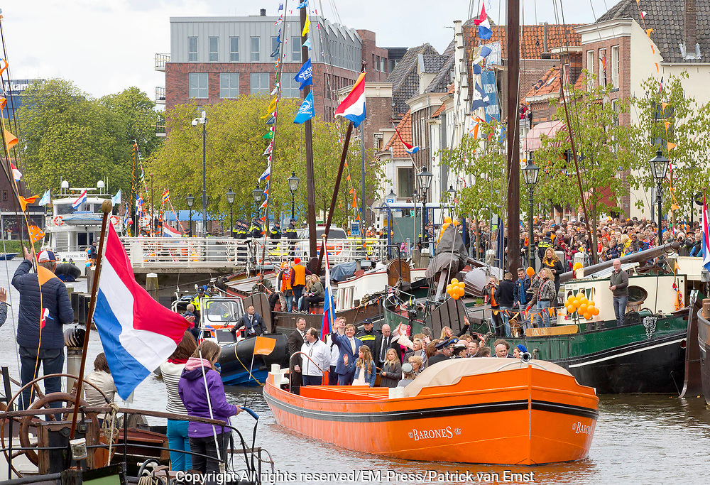 De koninklijke familie is in Zwolle voor de viering van Koningsdag. /// The royal family is in Zwolle for the celebration of King's Day.<br /> <br /> Op de foto / On the photo:   Boottocht met de Koninklijke familie