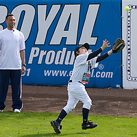 """Bryce Porter fields a ball under the watchful eye of the New York Yankee's Derek Jeter (L)  during the Upper Deck, """"Play Ball! with Derek Jeter"""" clinic on Saturday, February 10, 2007 at Legends Field in Tampa, Florida.   Justin Topa, 15, of Binghampton, New York, Jordan Boone, 10, of Las Vegas, Nevada, Bryce Porter, 10, of Costa Mesa, California and Gavin Leonard, 9, of Bristol, Virginia, each won the grand prize to meet Jeter through various promotions on www.UpperDeckKids.com in 2006 .UPPER DECK/Scott Audette"""