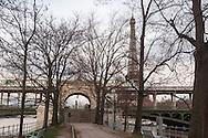 Paris Ile aux cygnes, Swan island , Bir hakeim bridge in the 16th district crossing the seine river, in the distance the eiffel tower / l ile aux cygnes,  le pont de bir hakeim sur la seine dans le lointain la tour eiffel.