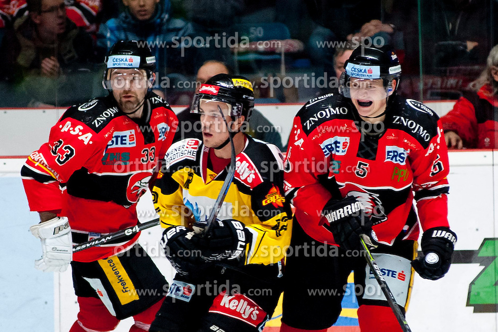 18.01.2015, Ice Rink, Znojmo, CZE, EBEL, HC Orli Znojmo vs UPC Vienna Capitals, 40. Runde, im Bild v.l. Peter Pucher (HC Orli Znojmo) Dustin Sylvester (UPC Vienna Capitals) Jiri Klimicek (HC Orli Znojmo) // during the Erste Bank Icehockey League 40th round match between HC Orli Znojmo and UPC Vienna Capitals at the Ice Rink in Znojmo, Czech Republic on 2015/01/18. EXPA Pictures © 2015, PhotoCredit: EXPA/ Rostislav Pfeffer