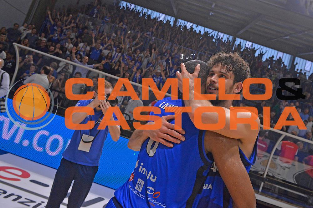 Marcus Landry, Luca Vitali<br /> Vanoli Cremona - Germani Basket Brescia Leonessa<br /> Lega Basket Serie A 2016/2017<br /> Cremona, 09/04/2017<br /> Foto M.Ceretti / Ciamillo - Castoria