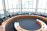 """2003, BERLIN/GERMANY:<br /> Uebersicht Saal, konstituierende Sitzung der Enquete-Kommission """"Ethik und Recht der modernen Medizin"""" des Deutschen Bundestages, Paul-Loebe-Haus<br /> IMAGE: 20030505-01-032<br /> KEYWORDS: Übersicht, Sitzungssaal, Paul-Löbe-Haus"""