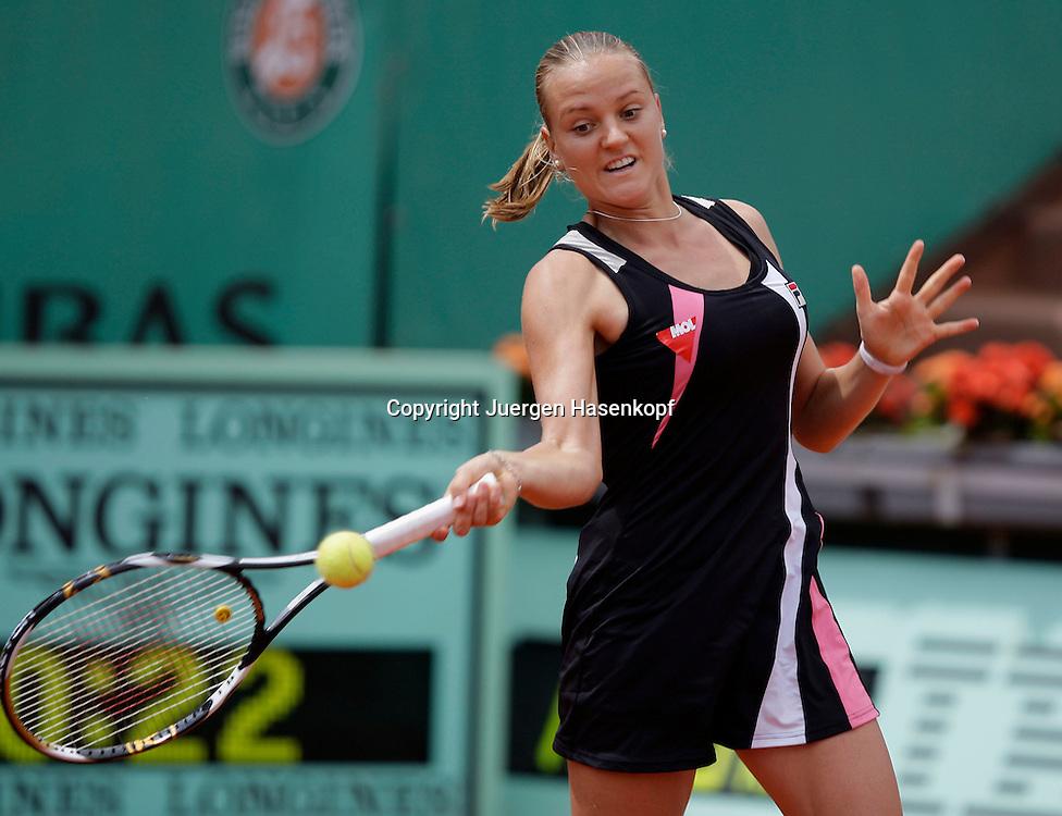 French Open 2009, Roland Garros, Paris, Frankreich,Sport, Tennis, ITF Grand Slam Tournament,  <br /> Agnes Szavay (HUN) spielt eine Vorhand,forehand,action<br /> <br /> <br /> Foto: Juergen Hasenkopf