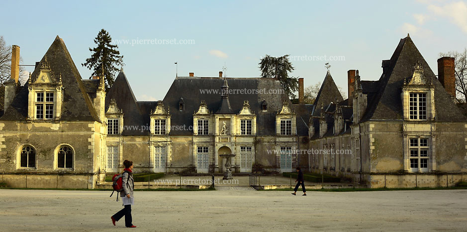 The discrete Chateau de Villesavin is located just a few miles away from the Chateau de Chambord. It has the specificity to be a private Castle where the current owners are still living. It is open anyway to the Public.