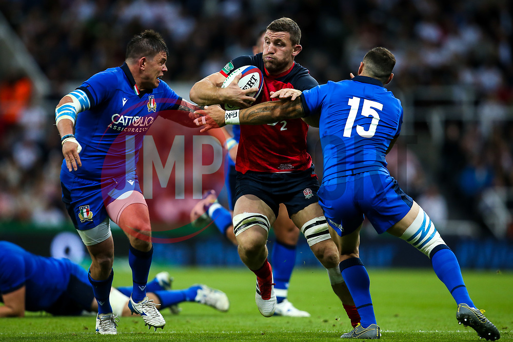 Mark Wilson of England takes on Jayden Hayward of Italy - Mandatory by-line: Robbie Stephenson/JMP - 06/09/2019 - RUGBY - St James's Park - Newcastle, England - England v Italy - Quilter Internationals