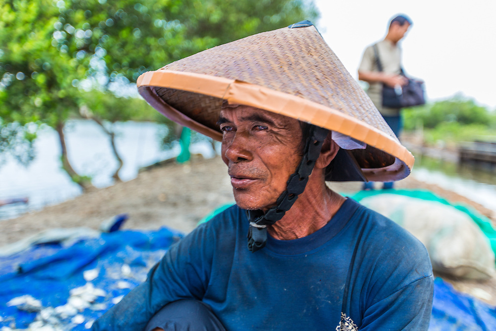 CAPTION: Ngaman is a Tapak community member. He talks about a previous flood that washed away most of the fish in his pond. LOCATION: Tapak, Semarang, Indonesia. INDIVIDUAL(S) PHOTOGRAPHED: Ngaman.