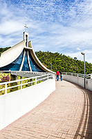 Rampa de acesso ao Santuário Santa Paulina. Nova Trento, Santa Catarina, Brasil. / Ramp to the entrance of Santa Paulina Sanctuary. Nova Trento, Santa Catarina, Brazil.