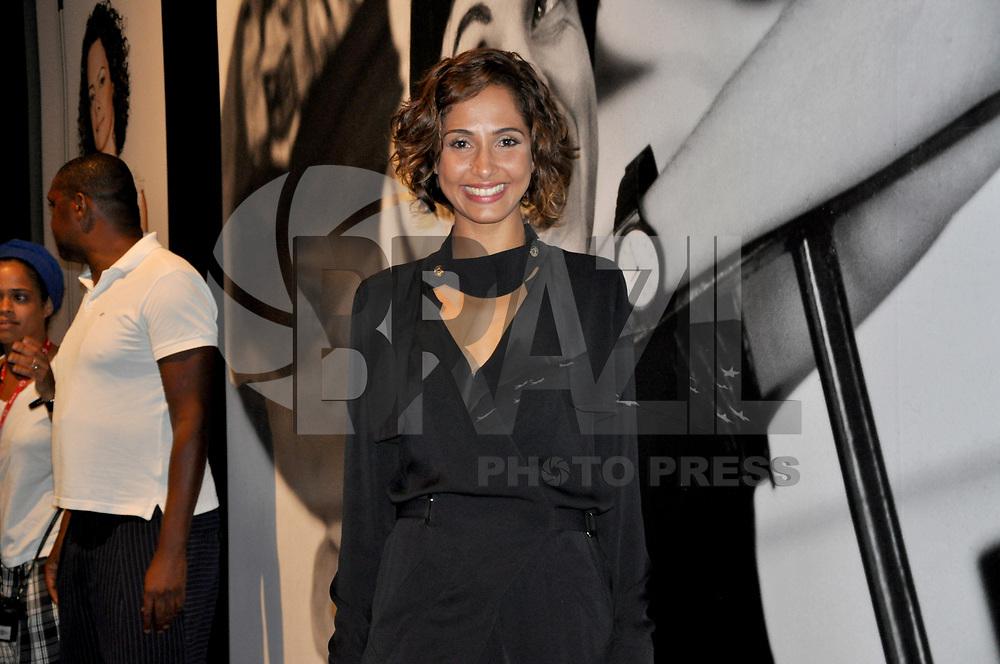 RIO DE JANEIRO, RJ, 15 DE JANEIRO DE 2011 - FASHION RIO - A atriz Camila Pitanga esteve presente durante a 18ª edição da semana de moda carioca do Inverno 2011 do Fashion Rio no Píer Mauá, na região central da capital fluminense. (FOTO: STÉPHANIE SARAMAGO / NEWS FREE).