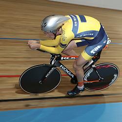27-12-2014: Wielrennen: NK Baanwielrennen: Apeldoorn Dion Beukeboom plaatst zich als snelste voor de finale