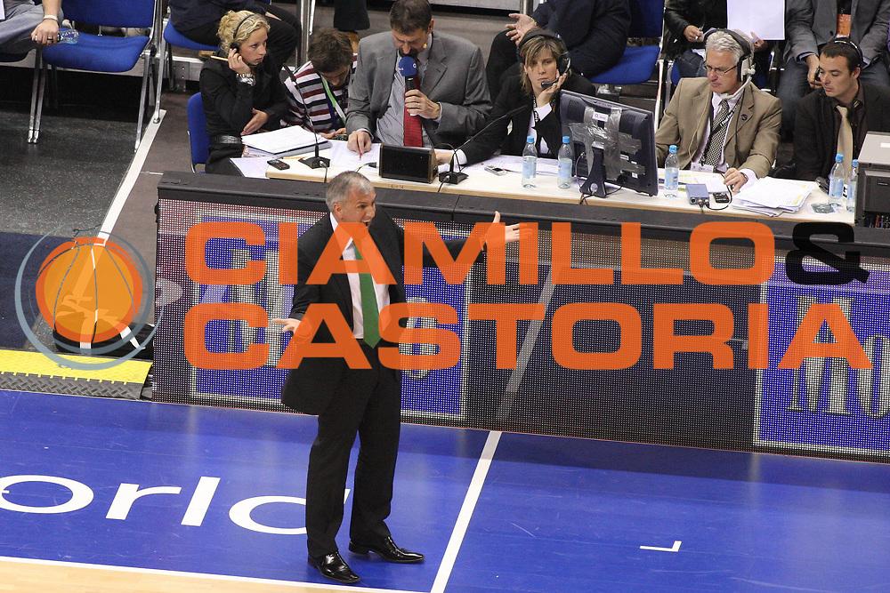 DESCRIZIONE : Berlino Eurolega 2008-09 Final Four Semifinale Olympiacos Piraeus Panathinaikos Atene<br /> GIOCATORE : Zeljko Obradovic<br /> SQUADRA : Panathinaikos Atene<br /> EVENTO : Eurolega 2008-2009 <br /> GARA : Olympiacos Piraeus Panathinaikos Atene<br /> DATA : 01/05/2009 <br /> CATEGORIA : Coach Delusione<br /> SPORT : Pallacanestro <br /> AUTORE : Agenzia Ciamillo-Castoria/G.Ciamillo