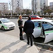 CRO/Zagreb/20130315- K1 WGP Final Zagreb, op de dag van de finale gaat estellle met familie en vrienden winkelen in de stad, instappen taxi