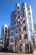 Europa, Deutschland, Nordrhein-Westfalen, Duesseldorf, der Neue Zollhof von Frank O. Gehry im Medienhafen.<br /> <br /> Europe, Germany, North Rhine-Westphalia, Duesseldorf, the buildings Neuer Zollhof by Frank O. Gehry at the harbor Medienhafen.