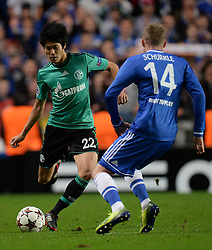 06.11.2013, Stamford Bridge, London, ENG, UEFA CL, FC Chelsea vs FC Schalke 04, Gruppe E, im Bild Schalke's Atsuto Uchida and Chelsea's Andre Schurrle // Schalke's Atsuto Uchida and Chelsea's Andre Schurrle UEFA Champions League group E match between FC Chelsea and FC Schalke 04 at the Stamford Bridge in London, Great Britain on 2013/11/06. EXPA Pictures © 2013, PhotoCredit: EXPA/ Mitchell Gunn<br /> <br /> *****ATTENTION - OUT of GBR*****