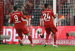 25.01.2020, Allianz Arena, Muenchen, GER, 1. FBL, FC Bayern Muenchen vs Schalke 04, 19. Runde, im Bild 5:0 durch Serge Gnabry, Lewandowski und Tolisso stehen vor dem leeren Tor // during the German Bundesliga 19th round match between FC Bayern Muenchen and Schalke 04 at the Allianz Arena in Muenchen, Germany on 2020/01/25. EXPA Pictures © 2020, PhotoCredit: EXPA/ SM<br /> <br /> *****ATTENTION - OUT of GER*****