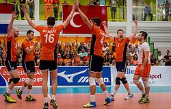 25-09-2016 NED: EK Kwalificatie Nederland - Turkije, Koog aan de Zaan<br /> Nederland plaatst zich voor het EK in Polen door Turkije met 3-1 te verslaan / Daan van Haarlem #1, Robbert Andringa #18, Jasper Diefenbach #6