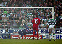 Photo. Andrew Unwin<br /> Yeovil v Liverpool, FA Cup Third Round, Huish Park, Yeovil 04/01/2004.<br /> Liverpool's Danny Murphy beats Yeovil's Christopher Weale from the penalty spot.