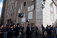 Roma 13  Maggio 2010.Manifestazione in piazza del Campidoglio dei partiti del centro-sinistra, dei movimenti  per il diritto dell'Abitare e i sindacati, per protestare contro il sindaco di Roma Gianni Alemanno e la giunta di centro-destra, per la mancata presentazione del bilancio comunale.Gli abitanti del quartiere di San Lorenzo, lanciano sacchi della spazzatura all'ingresso del Campidoglio per protestare contro l'abbandono  del  quartiere da parte della giunta Alemanno..Rome May 13, 2010.Manifestation of the center-left parties and movements to the right of living  and trade unions to protest against the mayor of Rome Gianni Alemanno and the district council. of center-right  for not submitting the municipal budget.
