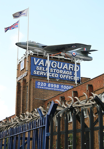 Merveilleux Hawker Hunter WT555 On Rooftop Of Vanguard Self Storage ...