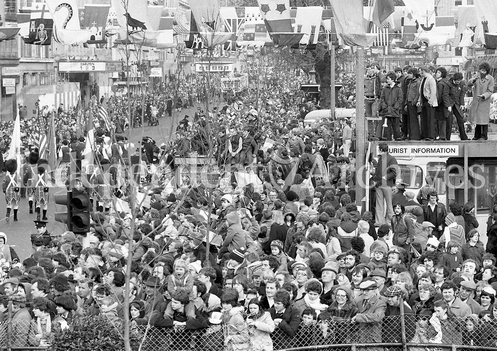 Crowds line O Connell St in Dublin for the St Patricks Day parade  March 17 1980.(Part of the NPA and Independent Newspapers Collection)