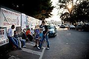 BATTIPAGLIA. LAVORATORI PRECARI DI ALCATEL LUCENT IN PRESIDIO ALL'ESTERNO DELL'AZIENDA