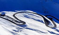 THEMENBILD - die Straßen Serpentinen bei untergehender Sonne auf der Grossglockner Hochalpenstrasse. Sie verbindet die beiden Bundeslaender Salzburg und Kaernten mit einer Laenge von 48 Kilometer und ist als Erlebnisstrasse vorrangig von touristischer Bedeutung, aufgenommen am 26. Oktober 2015, Bruck a.d. Glocknerstrasse, Oesterreich // Road serpentine at sunset. The Grossglockner High Alpine Road connects the two provinces of Salzburg and Carinthia with a length of 48 km and is as an adventure road priority of tourist interest at Bruck a.d. Glocknerstrasse, Austria on 2015/10/26. EXPA Pictures © 2015, PhotoCredit: EXPA/ JFK