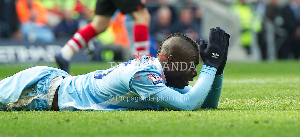 MANCHESTER, ENGLAND - Saturday, March 31, 2012: Manchester City's Mario Balotelli looks dejected against Sunderland during the Premiership match at City of Manchester Stadium. (Pic by David Rawcliffe/Propaganda)