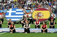 GEPA-1806086888 - SALZBURG,AUSTRIA,18.JUN.08 - FUSSBALL - UEFA Europameisterschaft, EURO 2008, Griechenland vs Spanien, GRE vs ESP. Bild zeigt einen Showact.<br />Foto: GEPA pictures/ Felix Roittner