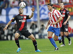 30.09.2010, Vicente Calderon Stadion, Madrid, UEFA EL, Atletico de Madrid vs Bayer 04 Leverkusen, im Bild Atletico Madrid's Ujfalusi and Bayer Leverkusen's  Sidney Sam during UEFA Europe League. EXPA Pictures © 2010, PhotoCredit: EXPA/ Alterphotos/ Cesar Cebolla +++++ ATTENTION - OUT OF SPAIN / ESP +++++