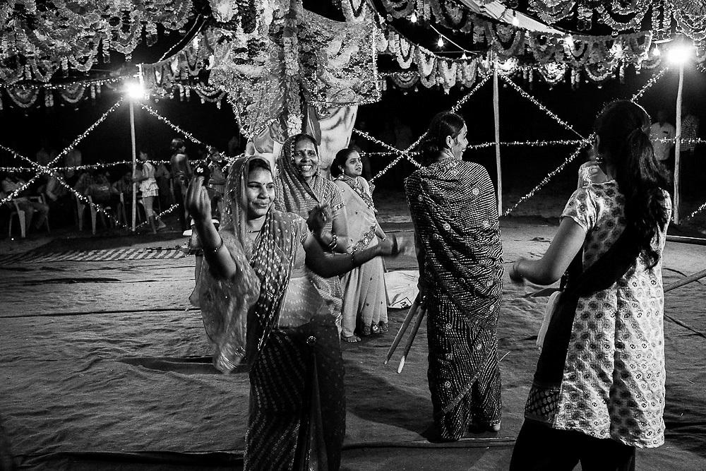 Women dancing at the Durga festival in Bundi