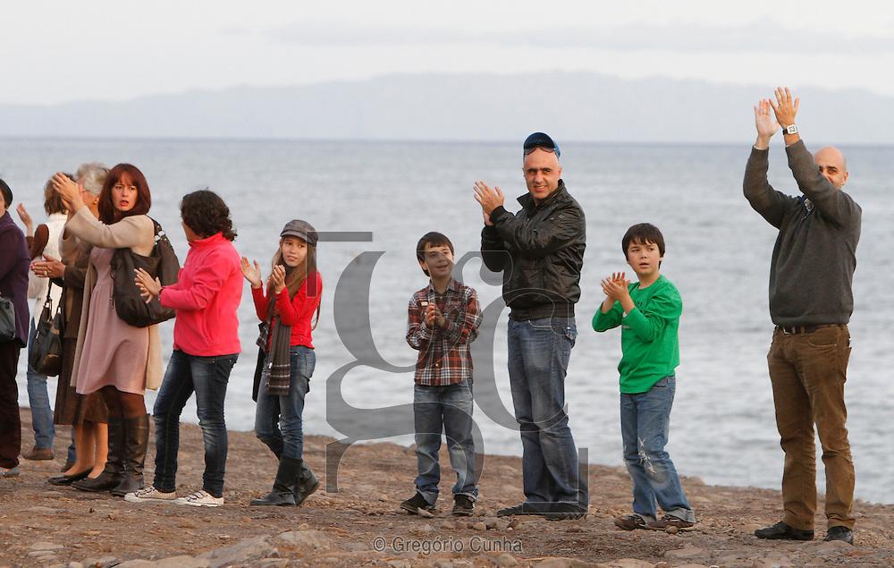 Funchal, Madeira, O movimento contra a presença do aterro resultante do temporal de 20 Fevereiro,  que se encontra na praia da cidade do funchal, juntou-se hoje para fazer uma homenagem as vitimas e um protesto contra a sua localização.. Foto Gregorio Cunha